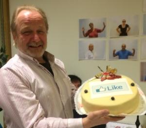 Jarle med Facebook kake